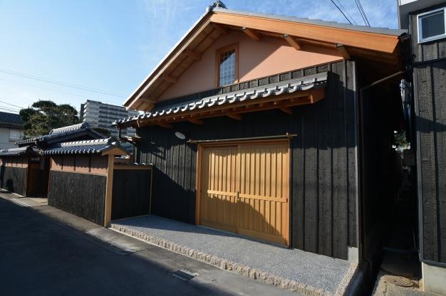 長屋を大胆に改築した和風住宅